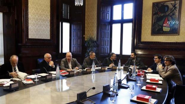 Una imagen de una reunión de la Mesa del Parlament