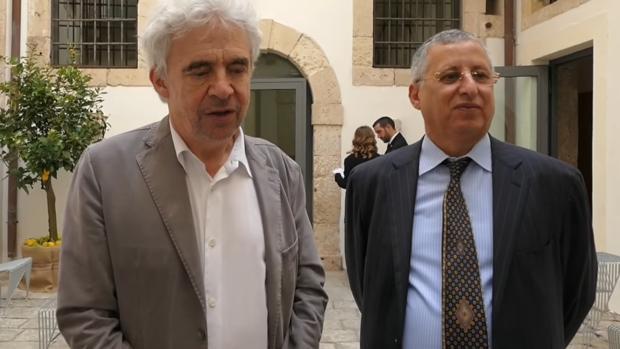 William Bourdon, abogado que dirige una función de Mohamed Bouamatou, a la derecha