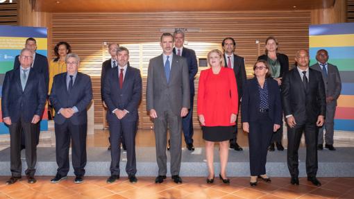 Foto de familia del Rey Felipe VI, la comisaria Cretu y presidentes de RUP