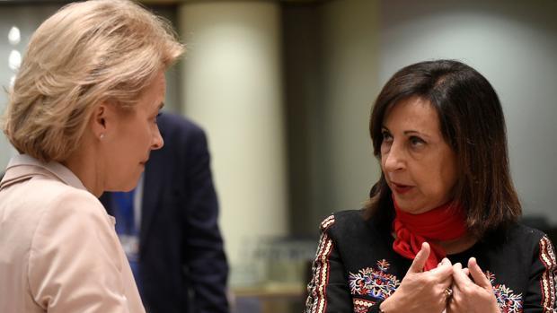 La ministra de Defensa, Margarita Robles, con su homóloga alemana Ursula von der Leyen