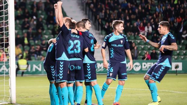 Celebración del gol de los jugadores del Albacete en Elche (Alicante)