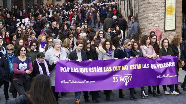 Cabeza de la manifestación donde se podía leer la frase «Por las que están, las que no están, las que peligran«