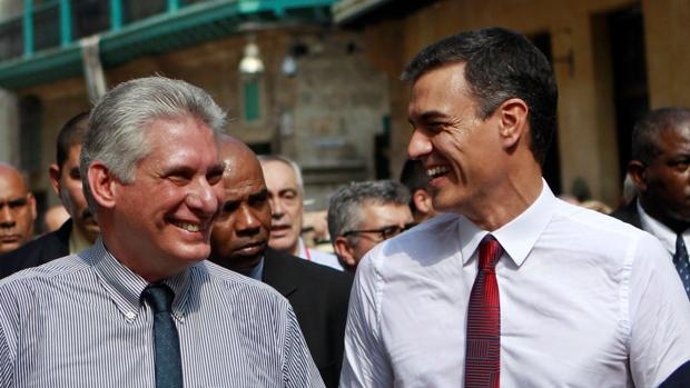 Pedro Sánchez en La Habana (Cuba) con el presidente Miguel Días-Canel