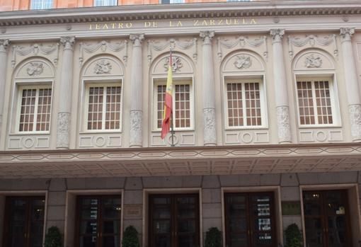 Fachada del teatro en la calle Jovellanos