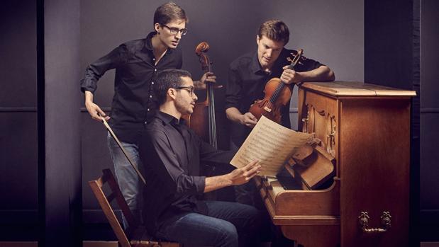 Trío VibrArt: Miguel Colom, violín; Fernando Arias, violonchelo; y Juan Pérez Floristán, piano