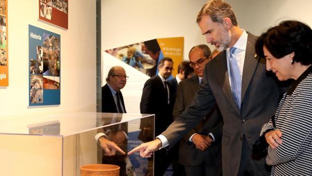 El Rey, ayer, en la muestra conmemorativa de la UAM