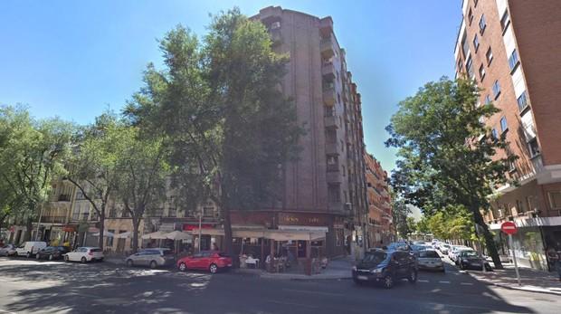 Edificio de Chamberí desde el que se ha lanzado al vacío la mujer