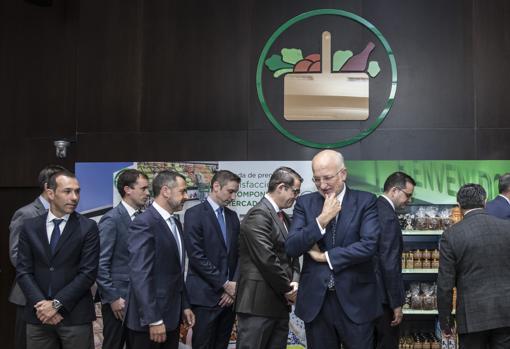 Imagen de Juan Roig junto a parte del comité de dirección de Mercadona