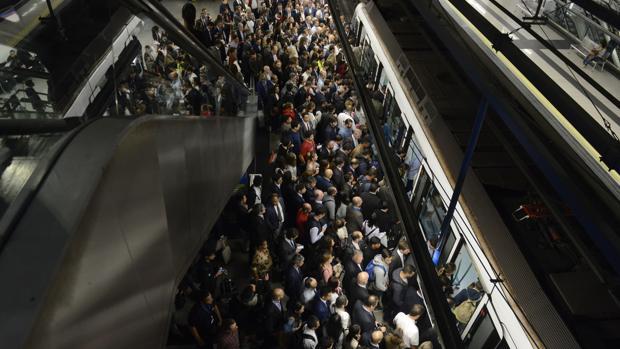 Estación de Metro de Madrid, en plena hora punta