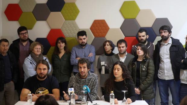 David Bruzos junto a miembros de la candidatura crítica con Villares