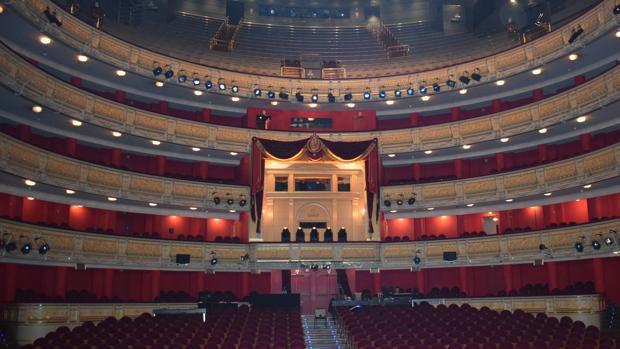 Patio de butacas visto desde el escenario del Teatro Real