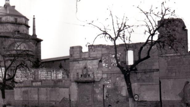 Aspecto del edificio de San Lázaro en 1965, destruido en 1936. Foto. Colección F. Villasante