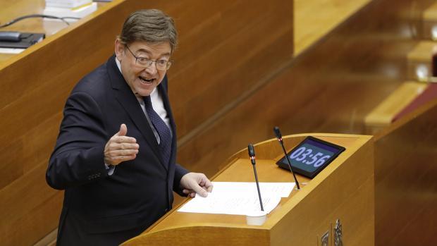 Imagen de Ximo Puig tomada durante una sesión de control en las Cortes Valencianas