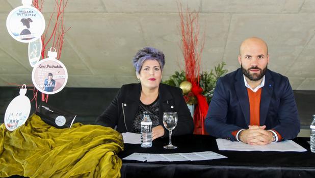 Maite Serrat y Carlos Linares, presentando la campaña navideña del Auditori Teulada Moraira