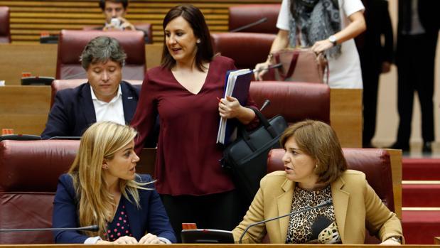María José Catalá, en las Cortes Valencianas junto con Isabel Bonig y Eva Ortiz