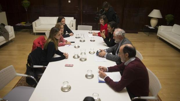 Los portavoces del área de Cultura y Deportes, durante la reunión con el coordinador general de la Alcaldía, Luis Cueto