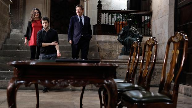 Mónica Oltra, Ximo Puig y Antonio Estañ, durante la firma del acuerdo de Presupuestos el pasado octubre