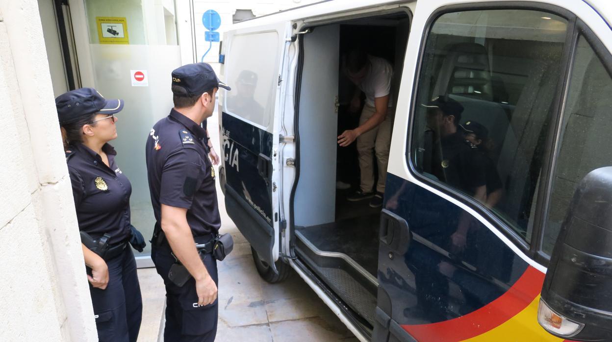 Detenidos dos universitarios acusados de vender marihuana a compañeros desde un piso de Valencia