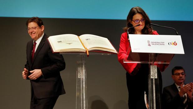 Ximo Puig y Mónica Oltra, durante el acto de celebración del 40 aniversario de la Constitución Española en Alicante