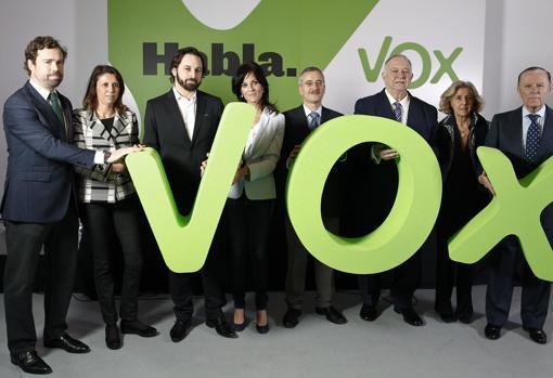 Seguí, entre Abascal y Ortega Lara, en la presentación de Vox en 2014