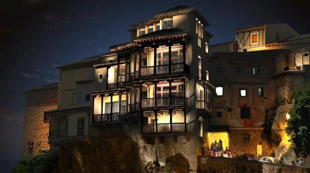 Casas Colgadas de Cuenca iluminadas por la noche