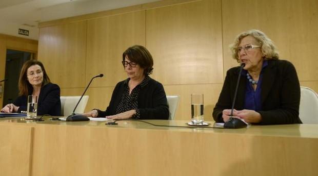La alcaldesa Manuela Carmena, la delegada Inés Sabanés y la coordinador de Medio Ambiente Paz Valiente