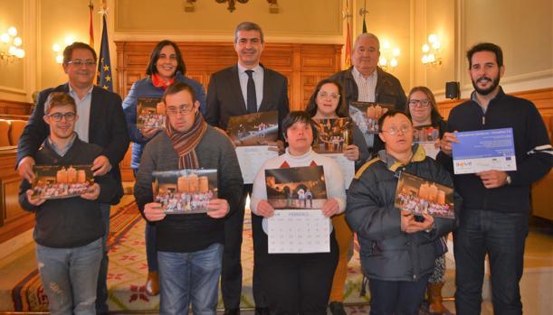 Gutiérrez y Villarrubia con miembros de Down Toledo