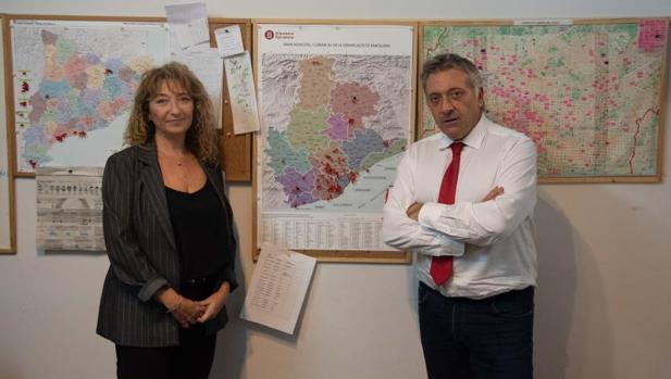 Bosch y Manrique, en las oficinas de la Uavat ante mapas con localizaciones de víctimas