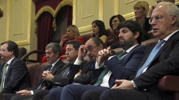 Javier Lambán, con otros presidentes autonómicos, en el acto de conmemoración de la Constitución en el Congreso