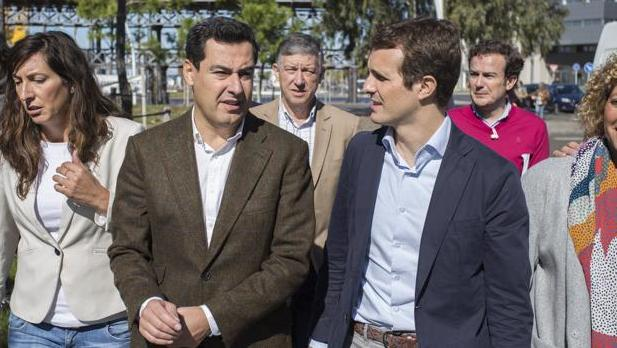 Juan Manuel Moreno y Pablo Casado, en Huelva, antes de las elecciones andaluzas