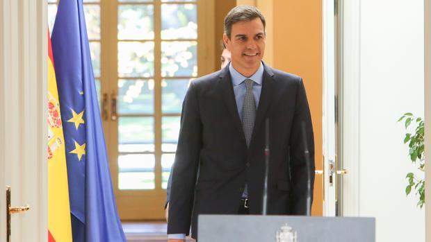 Pedro Sánchez preside el encuentro con jóvenes con motivo del 40 aniversario de la Constitución Española en la Moncloa