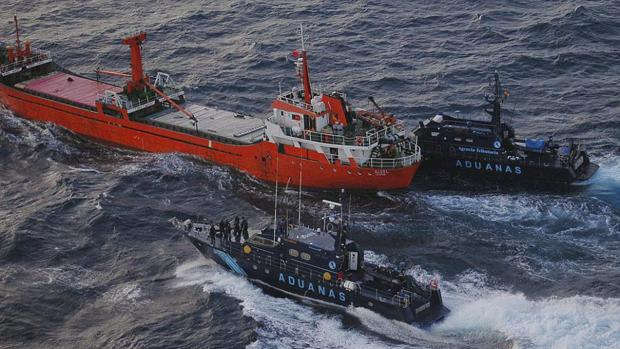 Operación de Vigilancia Aduanera contra un barco cargado de hachís en 2014