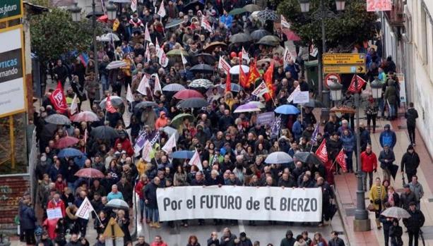 Imagen de la manifestación por las calles de Ponferrada
