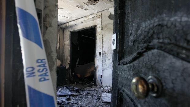 Una vivienda calcinada por el fuego en una imagen de archivo