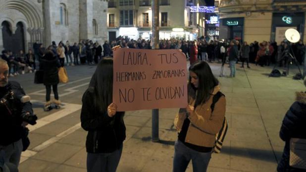 Concentración silenciosa en el centro de la capital zamorana por la muerte de Laura Luelmo