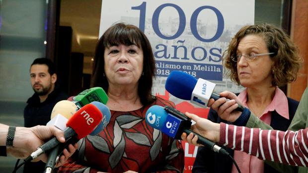 La presidenta del PSOE, Cristina Narbona, declara ante los medios. en Melilla. la semana pasada