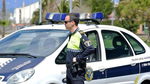 Imagen de archivo de un agente de la Policía Local de Almassora