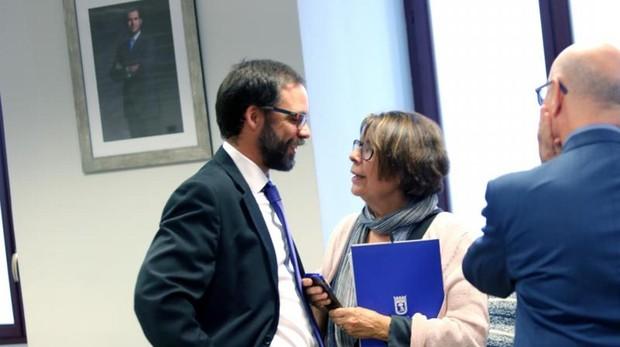El gerente de la EMT e Inés Sabanés, en la comisión de investigación