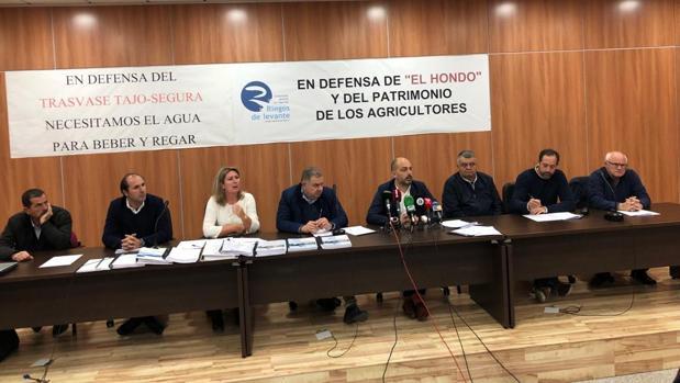 Reunión de los representantes de los regantes a raíz del recurso presentado por algunos de sus dirigentes