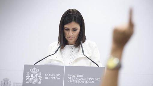 Carmen Montón comparece en la rueda de prensa en la que defendió su máster