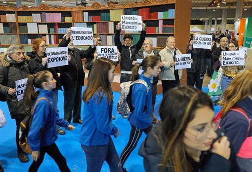 Imagen de la protesta antimilitartista en Expojove