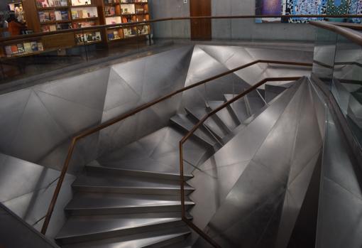 Escalera de acceso al edificio