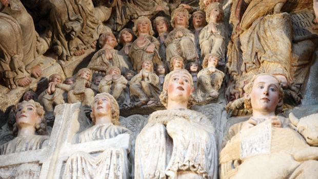 Color recobrado tras diez años de trabajos en el conjunto escultórico del Pórtico de la Gloria