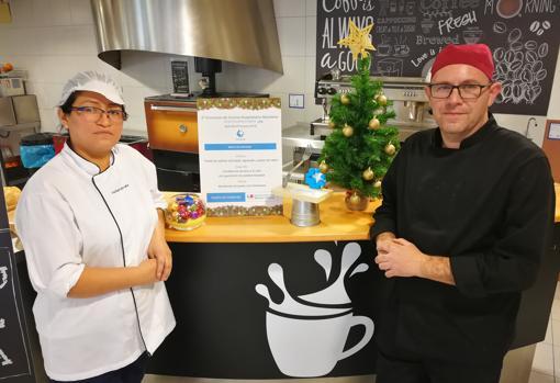 Los cocineros Cintya Terrel y Carlos Muñoz, que han elaborado el menú premiado del Severo Ochoa