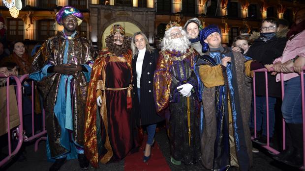 Los Reyes Magos, a su llegada en la plaza de Zocodover de Toledo, donde fueron recibidos por la alcaldesa