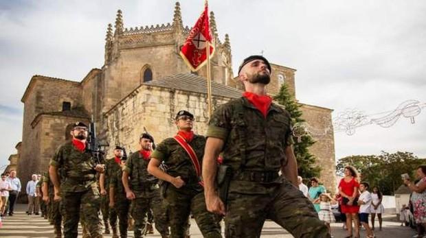 Parada militar del Régimen de Saboya en la Base Militar General Menacho, en Bótoa (Badajoz)