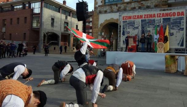 Homenaje al etarra Argala en Arrigorriaga (Vizcaya)