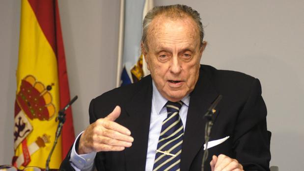 Fraga, durante una rueda de prensa durante su etapa como presidente gallego, en 2004