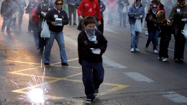 Lanzamiento de petardos en Fallas en Valencia
