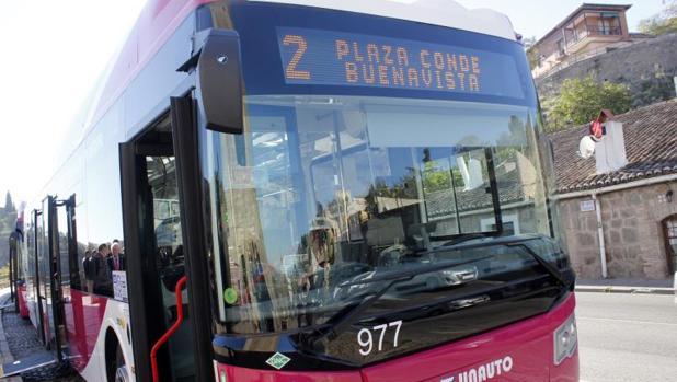 La demanda anual que tiene el servicio público de transporte supera los seis millones de viajeros, lo que vendría a arrojar una cifra de 20.000 personas al día.